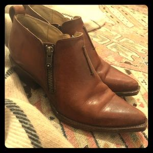 Adorable western Frye booties
